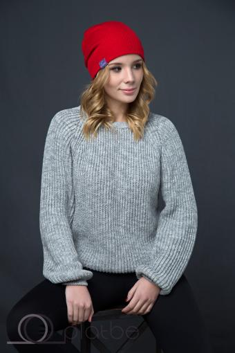 Красная шерстяная шапка